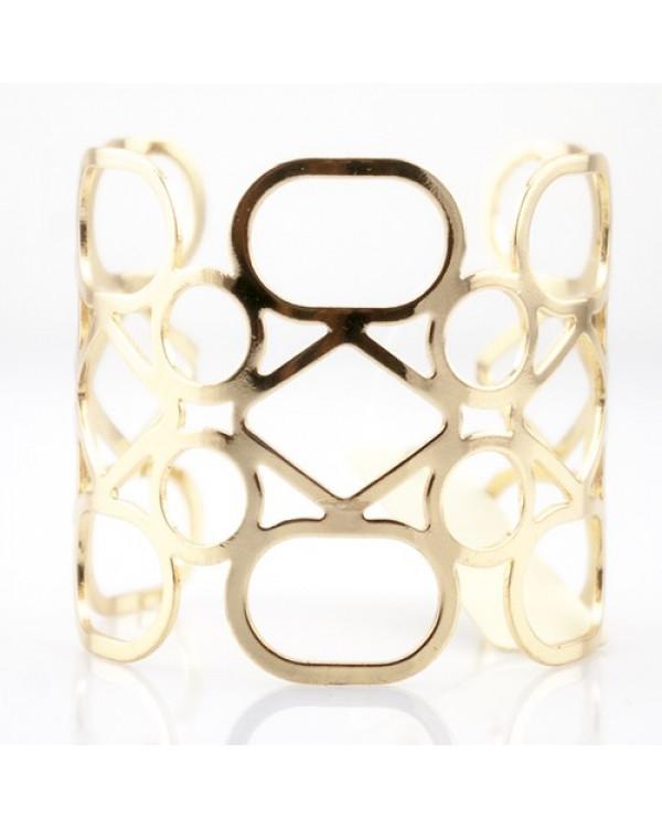 Этот браслет широкий выглядит изящно и просто – именно такие красивые браслеты покупают модницы
