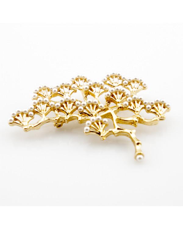 """Брошь """"Сакура весной"""" Такая брошь дерево – это золотые зонтики вееров, украшенные милыми жемчужинами, настоящее сокровище"""