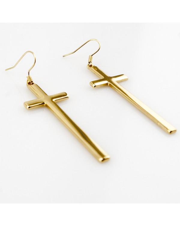 Сережки кресты можно выбирать на каждый день, если вам постоянный образ – это рок, гранж или кэжуал