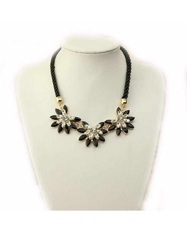 """Колье цветы с камнями """"Мирабель"""". Магазин Soroka.me"""