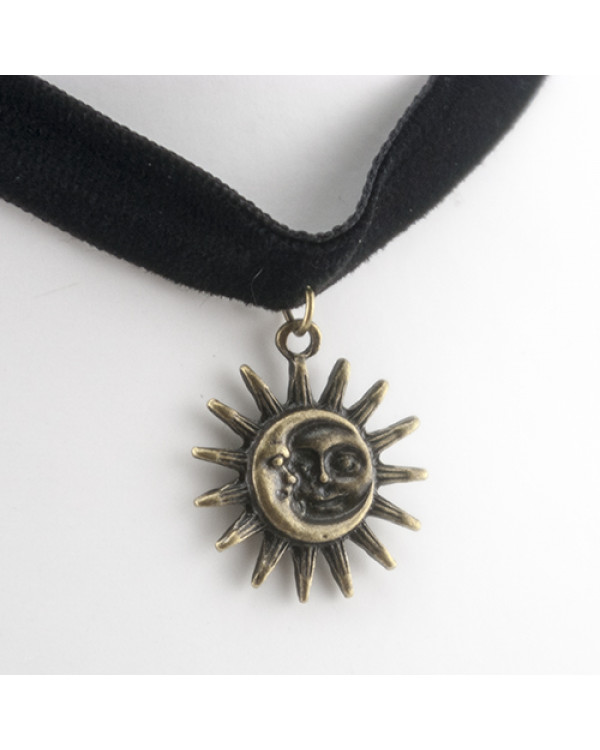 """Бархотка чокер  """"Sun and Moon""""  Кулон солнце словно бы срисован с древних астрологических трактатов."""