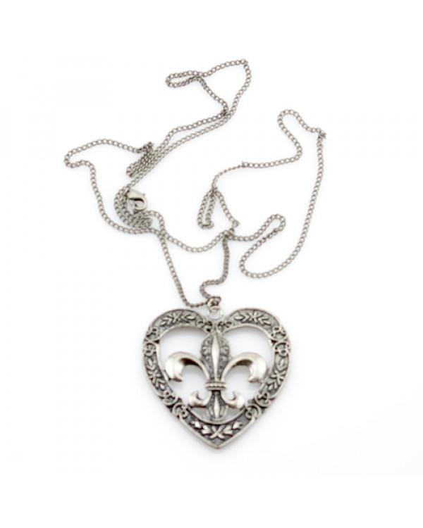 """Кулон на цепочке """"Королевская лилия"""" Королевская лилия – это серебряный кулон, олицетворяющий эффектность аристократического образа"""