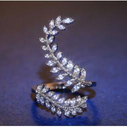 кольцо ветка с цирконами